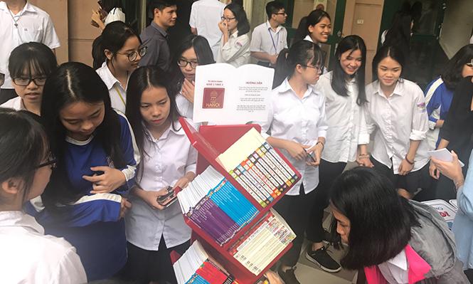 181026 tu sach Chu Van An 01