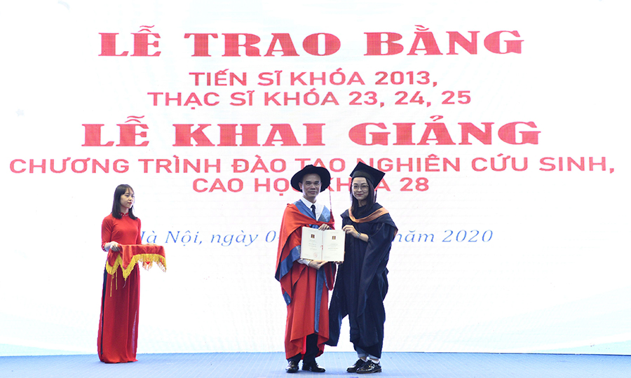 201104 Letot nghiep CH 04